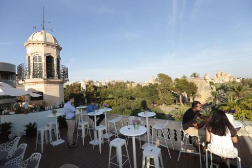 Vista general del Baluard de Sant Pere y la Catedral desde la terraza del hotel Cuba, en el centro de Palma.