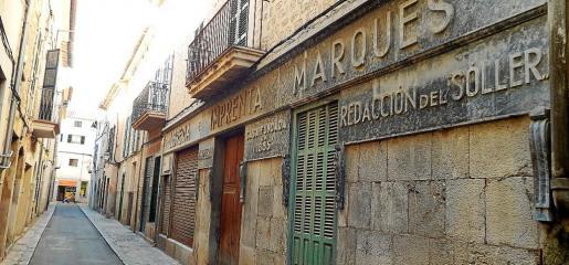Situada en la calle Sant Bartomeu, Can Pinoi, sede de la imprenta Marquès, es un edificio importante para la historia local.