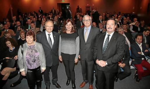 Coloma Crespí, Joan Llull, Francina Armengol, José Luis Roses y Bernadí Seguí, en la Cámara de Comercio.