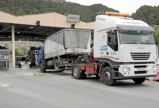 Los vehículos de las empresas locales pagan actualmente 1,80 o 2,10 euros ya que el descuento se aplica al conductor.