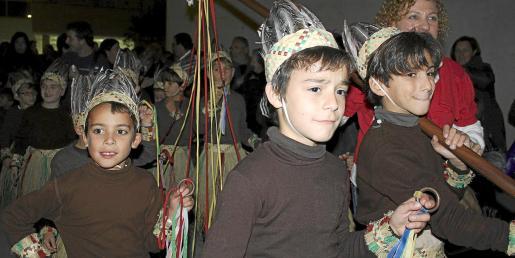 El numeroso público no perdió detalle de las danzas ancestrales.