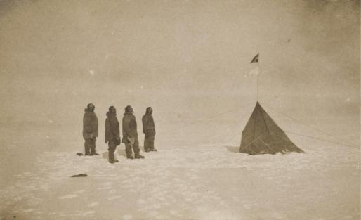 Único impreso antiguo de la llegada a la Antártida de la expedición del explorador noruego Roald Amundsen en 1911.