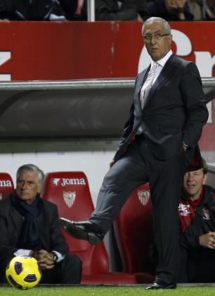 El técnico del Sevila, Gregorio Manzano, durante un partido en el Sánchez Pijuán.