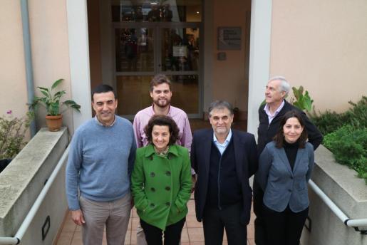 Fina Santiago, el director general de Dependència, Juan Manuel Rosa, el acalde de Sóller, Jaume Servera y la regidora de Benestar Social, Águeda Quiñonero, junto a los responsables de la residencia.