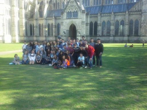 Imagen de archivo de un grupo de alumnos en viaje de estudios.