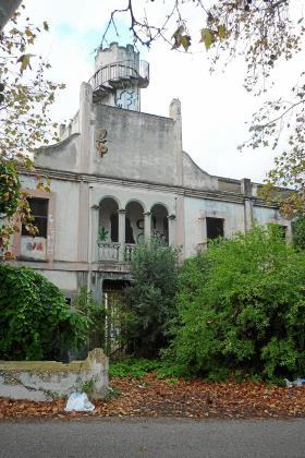 Fachada de la antigua fábrica de tapices de Can Morató, en Pollença.