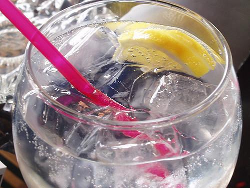 El gin-tonic está compuesto principalmente de ginebra y tónica.