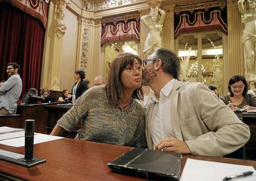 Francina Armengol y Biel Barceló durante un pleno en el Parlament de les Illes Balears