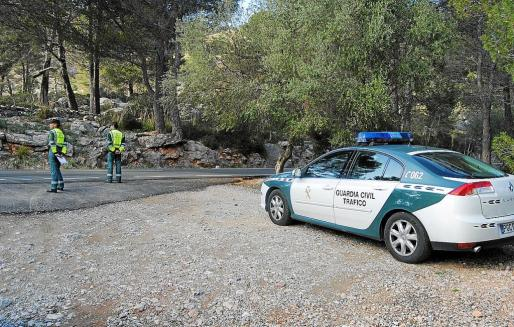 Un punto de control de la Guardia Civil de Tráfico ubicado en la carretera del Puig Major.