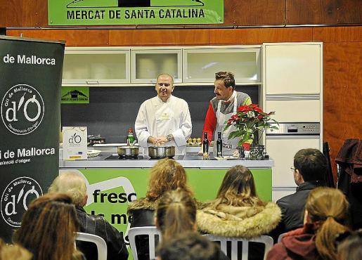 Los chefs Ricardo Rossi y Manu Ruiz, durante el 'showcooking'.