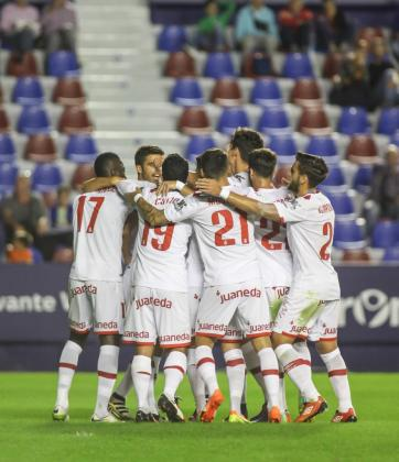Los jugadores del Mallorca celebran un gol.