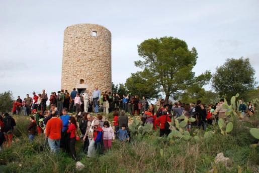 La excursión hasta el Molí des Castellet se ha convertido en un acto anual para reivindicar su conservación.