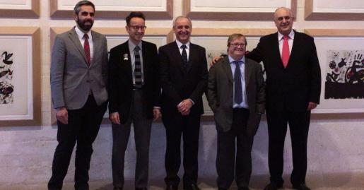 En la imagen, el presidente de Aldeas Infantiles SOS, Pedro Puig; el gerente de Mallorca Asesores, Toni Rigo, y el director de la Fundación Pilar y Joan Miró, Francisco Copado.