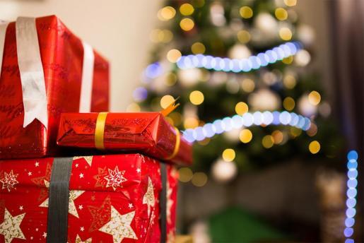 Imagen de unos regalos de Navidad.