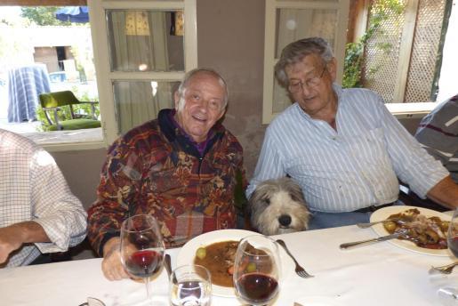 Josef Egger y Pedro Gual de Torrella con su precioso perro.