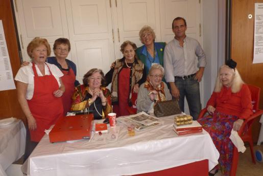 Elena Lara, Francisca Bia, Carmen Ceva, Rosita Vidal, Cati Escandell, Joana Walker, José Merchant y Jessica Savorelli.
