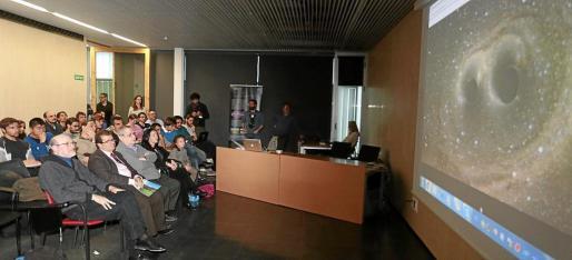 Imagen de archivo del rector y los investigadores de la UIB, durante la rueda de prensa en Washington sobre las ondas garvitacionales, que siguieron por videoconferencia.
