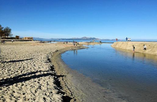 La torrentada de la semana pasada ha dejado un nuevo islote en el inicio de la playa de sa Canova, junto a Son Serra.
