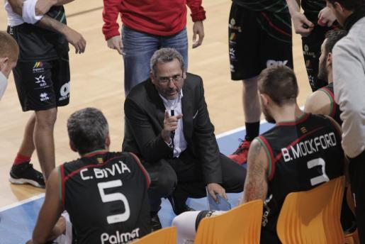 Xavi Sastre dando instrucciones durante un partido.