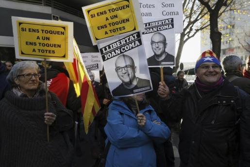 Algunas decenas de manifestantes se han trasladado hasta Madrid para rechazar la detención del edil de la CUP.