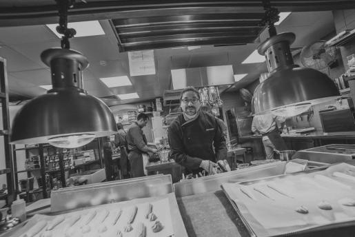 El cocinero Adrián Quetglas, en el restaurante que lleva su nombre