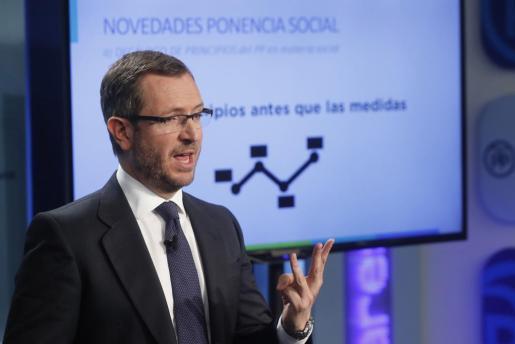 El vicesecretario de Sectorial del PP, Javier Maroto, presenta las líneas básicas de la Ponencia Social, la mañana de este martes en la sede del partido en la calle Génova de Madrid.