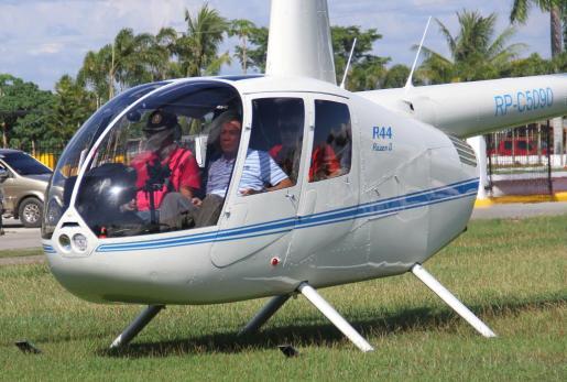 El presidente filipino Rodrigo Duterte a su llegada en helicóptero a Davao.
