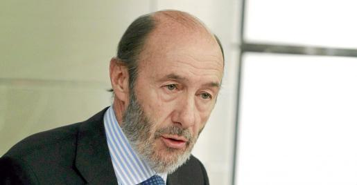 Alfredo Pérez Rubalcaba, tras la celebración del Consejo de Ministros que aprobó ayer la reforma del Código Civil..