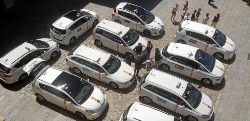 Taxis aparcados en el Mirador de la Seu.