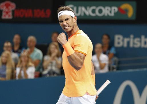 El tenista Rafael Nadal celebra su victoria ante el ucraniano Alexandr Dolgopolov.