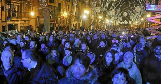 El aforo del Born casi duplica al de la plaza de Cort y este año más personas han podido disfrutar de la fiesta.