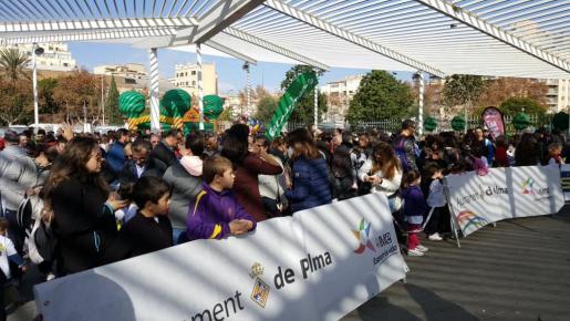 Un millar de niños participan en la Carrera Infantil de Reyes en el Parc de Ses Estacions.