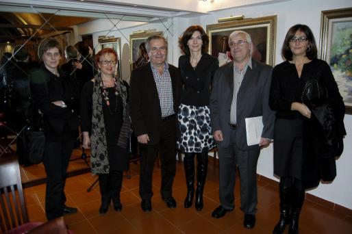 Georgina Brunet, Pietat Hernandez, Jaume Orell, Isabel María Oliver, Enric Pozo y Jeroni Bonafé el finalizar el acto de entrega de distinciones.