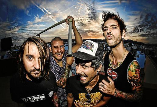 La banda No Children, inmortalizada en 2011, año de su disolución.
