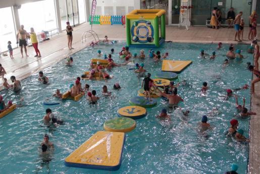 Unas 1.200 personas han participado en la fiesta acuática de Son Moix.