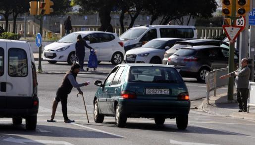 Las mafias utilizan personas con discapacidad o malformaciones para dar pena a los conductores y así obtener mayores limosnas.