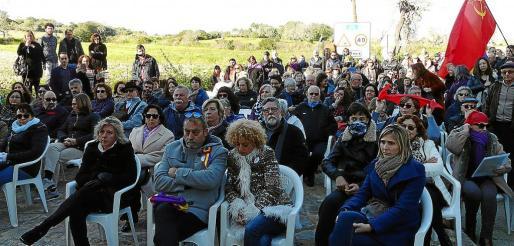 Imagen de los asistentes al homenaje de 'las rojas del Molinar'