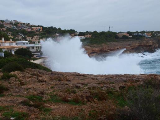 Imagen del mar agitado por el viento en Mallorca.
