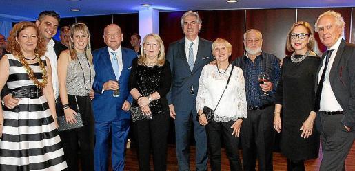 Lina Camps, Sebastià Adrover, Elena y Antoni Torrens, Marilen Dot, el director del hotel, Martín Adrover; Maribel Esteva, Joan Oliver, Marisa Jaume y Josep Romaguera.