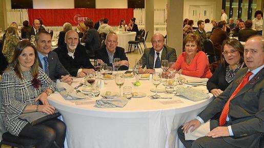 Maria Gil, Antonio Prat, José Senz de Broto, Antonio Martínez, José Alcolea, Ángeles López, Eva Pascual y Alvaro Sexmilo.