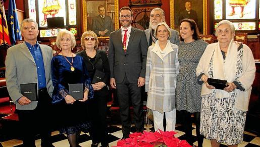 Antoni Colom, Teresa Llull, Antonia Vicens, José Hila, Antonio Morales, Isabel Jaume, María Homar y Magdalena Ferrer de Sant Jordi.