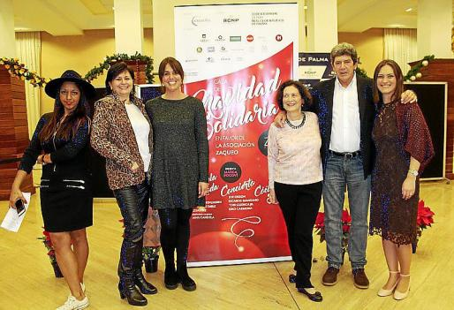 Tati Ferrer, Catalina Pericás, la diseñadora de joyas Ana Candela, Catalina Cunill, Albert Candela y Aina Llompart.
