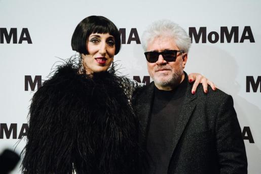 El director manchego, junto a la actriz Rossy de Palma, en un acto en Nueva York con motivo de la presentación de su última película.