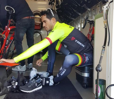 El ciclista madrileño Alberto Contador, antes de iniciar sus entrenamientos por las carreteras del Migjorn de Mallorca.