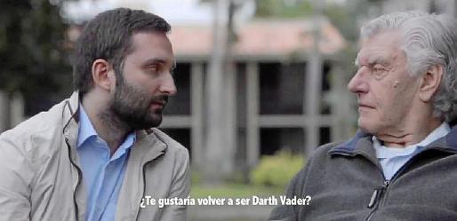 Marcos Cabotá, junto a David Prowse en una escena del documental.