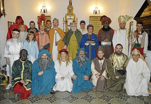 Justo antes de comenzar la representación, todo el reparto posó para Brisas.