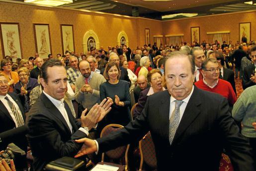Bauzá aplaude a Rodríguez en un acto con casi 1.500 personas .