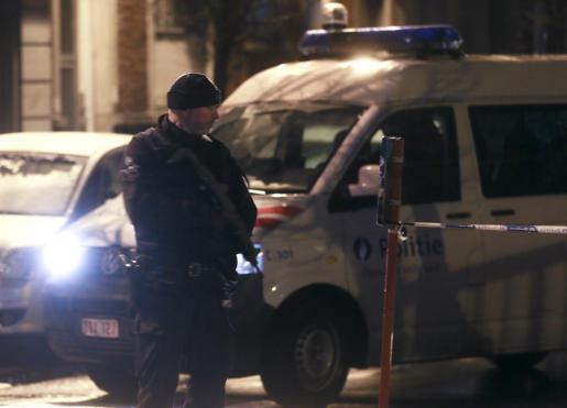 La policía durante la operación antiterrorista en Bruselas.