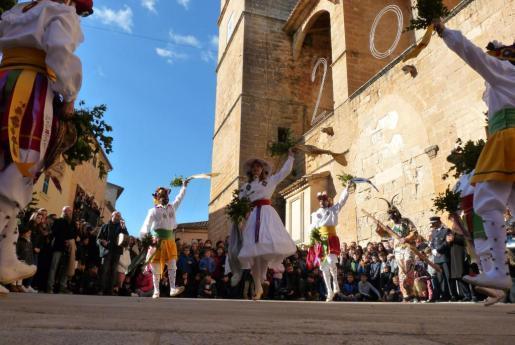 El baile de los Cossiers ha ido ganando adeptos en Algaida desde su recuperación a inicios de los años setenta.