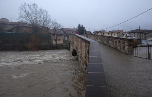 Imagen del Puente de Arre, en Navarra, desde donde un hombre ha confesado a la Policía que ha tirado el cuerpo de su mujer tras estrangularla en el domicilio en el que ambos vivían.